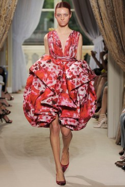 giambattista-valli-fall-2012-couture-runway-09_202106856842